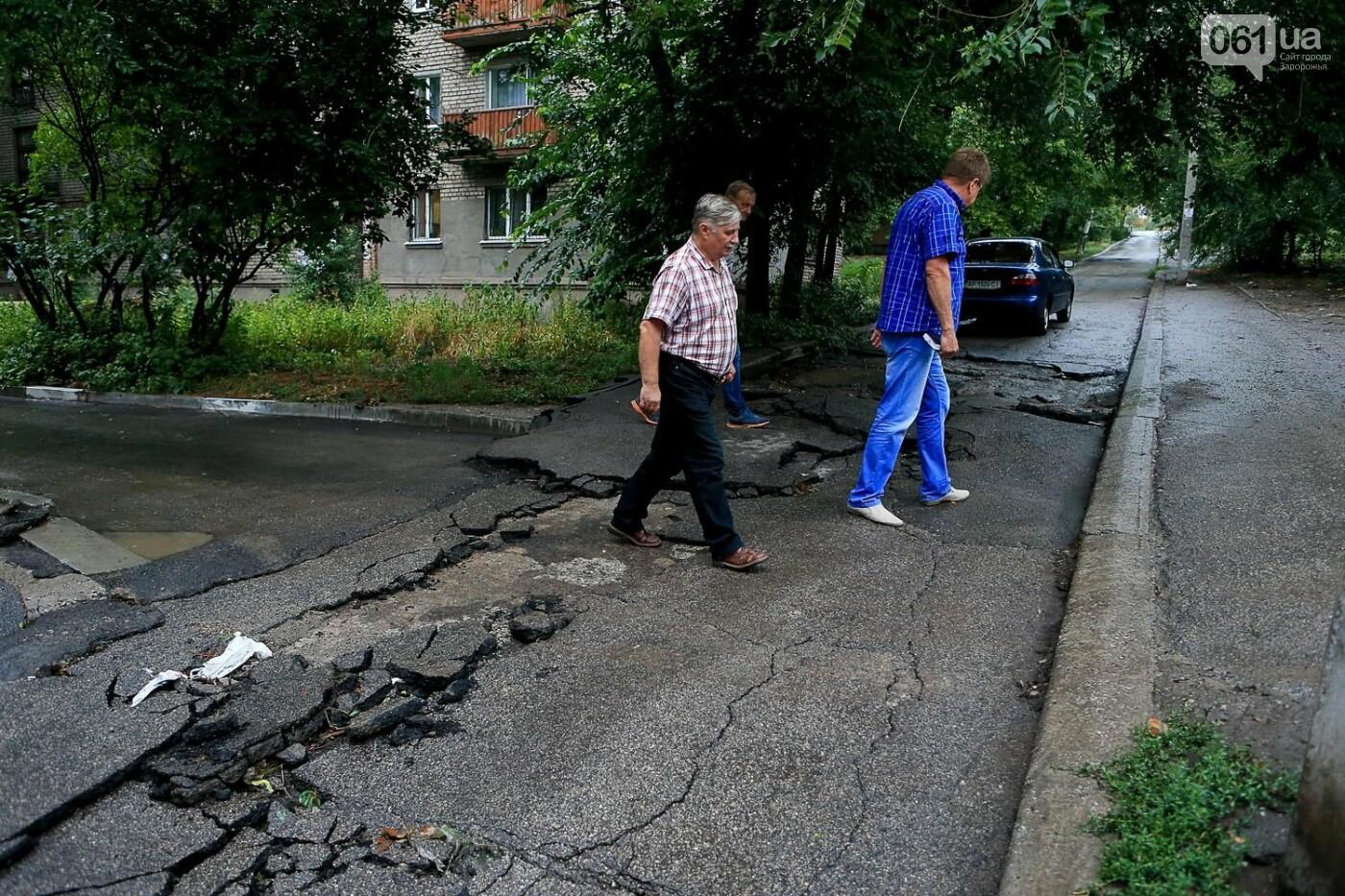 В Запорожье после ливней разрушены дороги: почему это произошло и за чей счет отремонтируют, - ФОТОРЕПОРТАЖ, фото-13