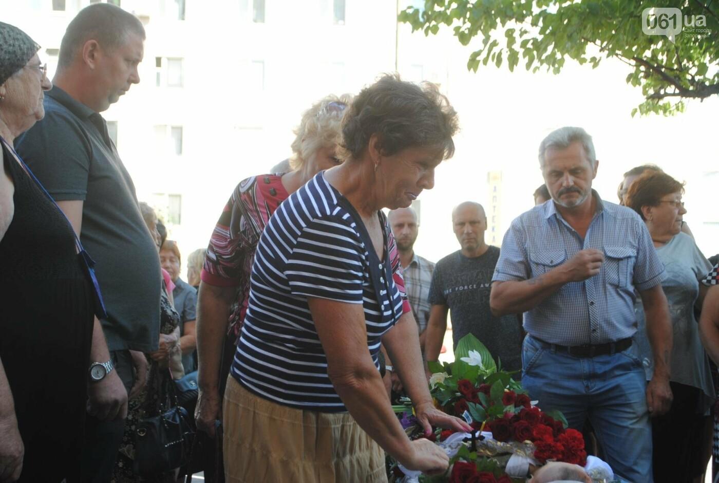 В Запорожье простились с военным, погибшим в бою, - ФОТОРЕПОРТАЖ, фото-5