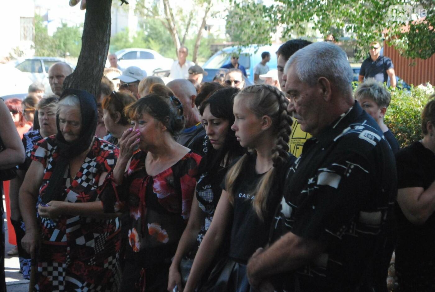 В Запорожье простились с военным, погибшим в бою, - ФОТОРЕПОРТАЖ, фото-13