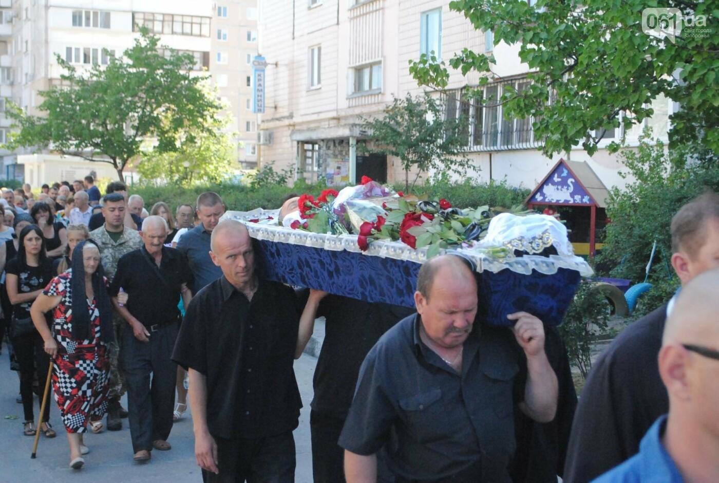 В Запорожье простились с военным, погибшим в бою, - ФОТОРЕПОРТАЖ, фото-23