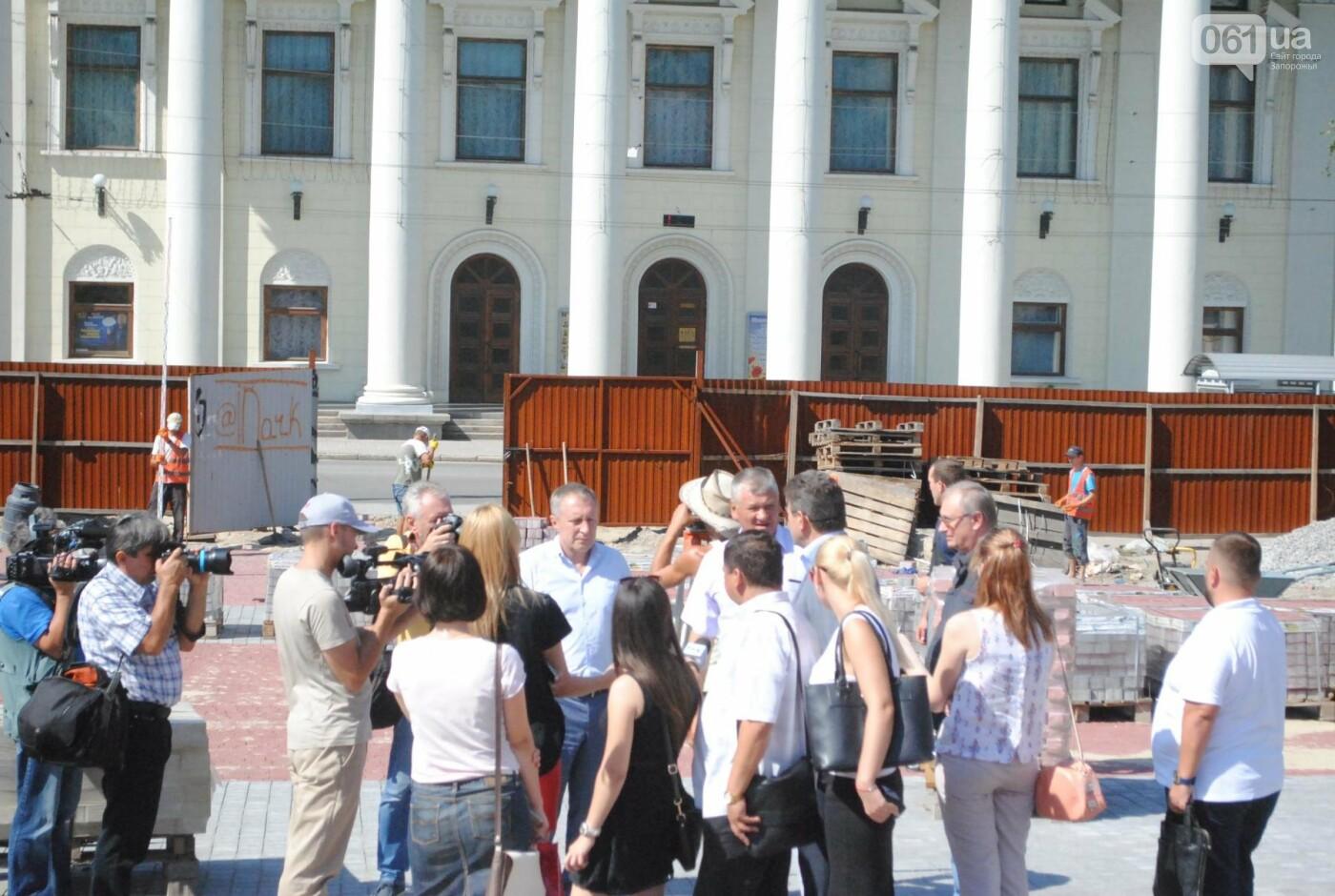Сквер напротив театра Магара обещают открыть до Дня города, ранее обещали ко Дню Независимости — ФОТОРЕПОРТАЖ, фото-8