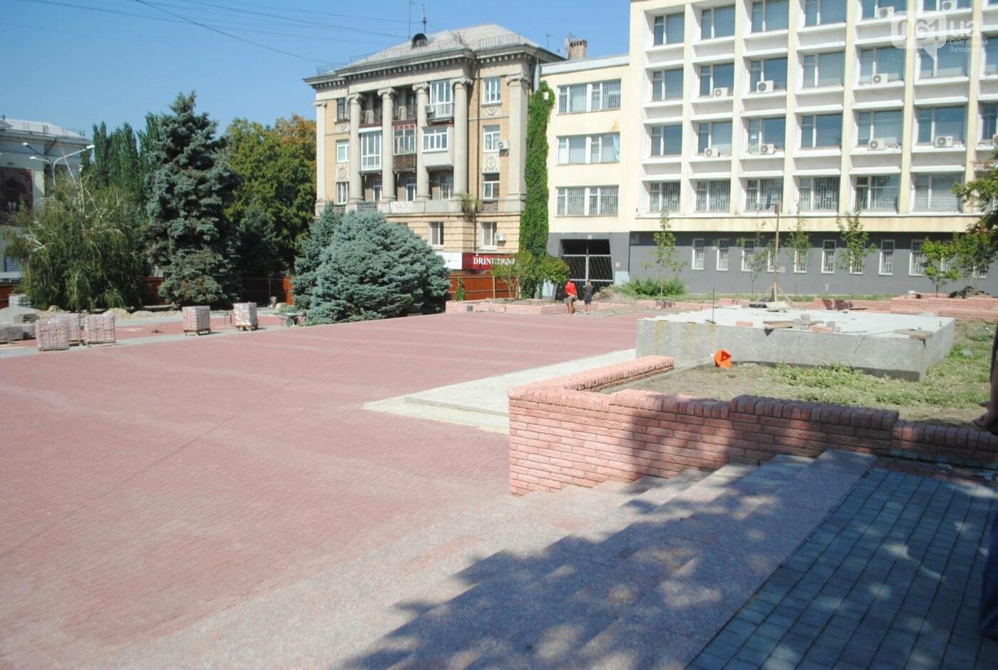 Сквер напротив театра Магара обещают открыть до Дня города, ранее обещали ко Дню Независимости — ФОТОРЕПОРТАЖ, фото-12
