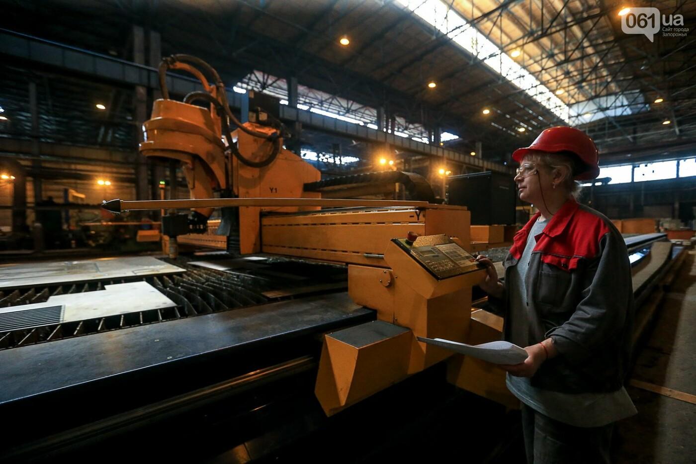 Как в Запорожье работает крупнейший в Европе завод по производству кранов: экскурсия на производство, — ФОТОРЕПОРТАЖ, фото-12