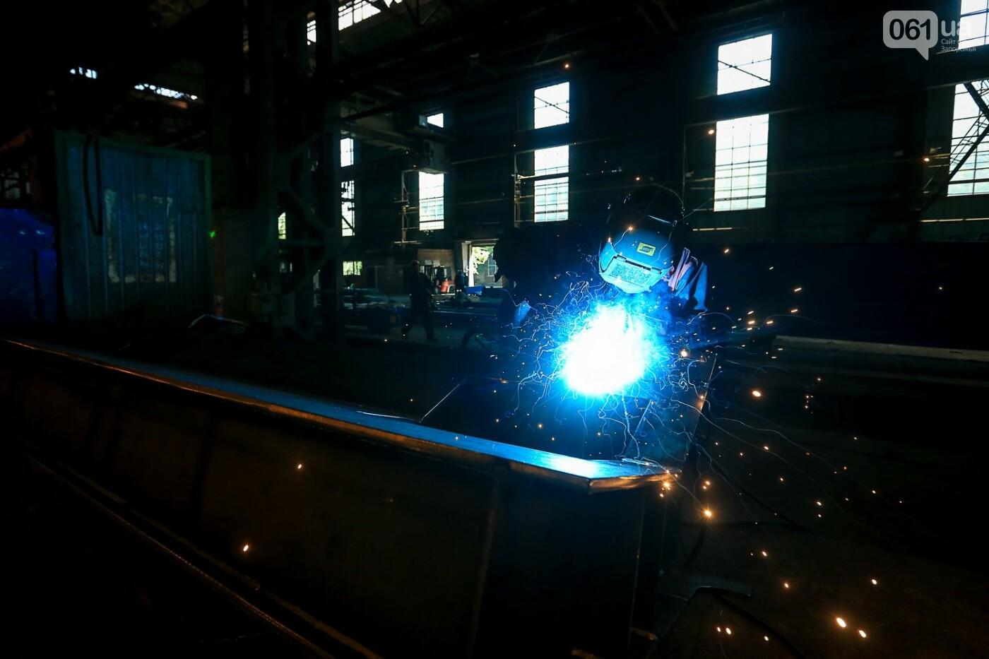 Как в Запорожье работает крупнейший в Европе завод по производству кранов: экскурсия на производство, — ФОТОРЕПОРТАЖ, фото-20