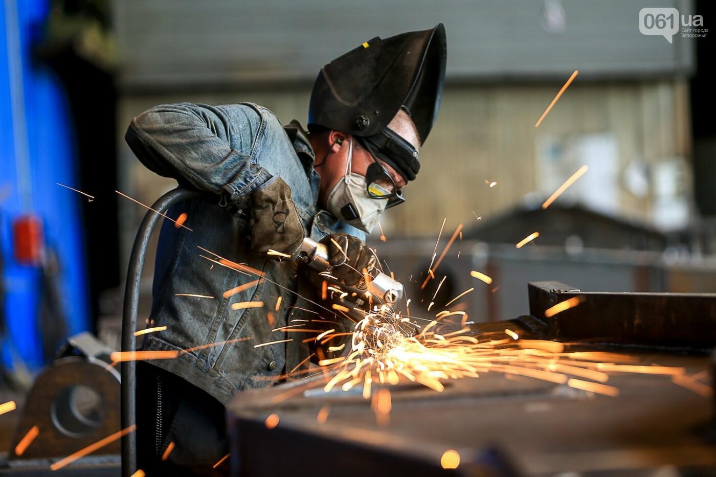 Как в Запорожье работает крупнейший в Европе завод по производству кранов: экскурсия на производство, — ФОТОРЕПОРТАЖ, фото-19