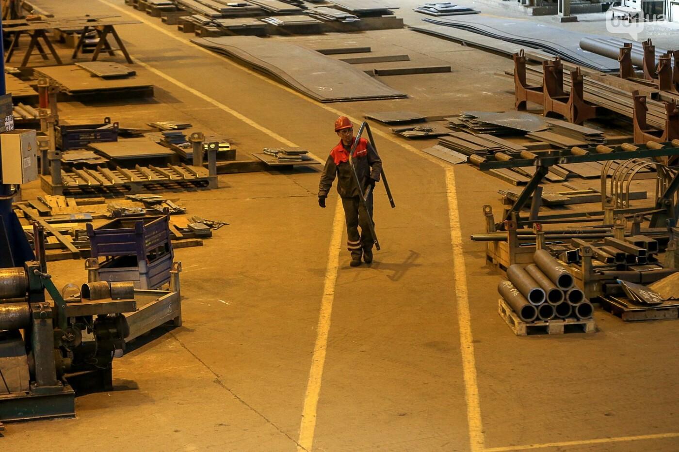 Как в Запорожье работает крупнейший в Европе завод по производству кранов: экскурсия на производство, — ФОТОРЕПОРТАЖ, фото-10