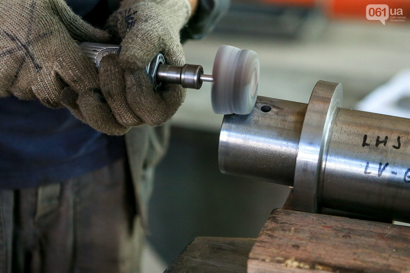 Как в Запорожье работает крупнейший в Европе завод по производству кранов: экскурсия на производство, — ФОТОРЕПОРТАЖ, фото-45