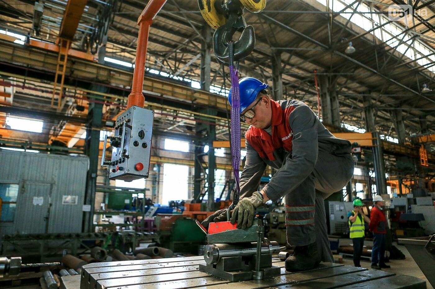 Как в Запорожье работает крупнейший в Европе завод по производству кранов: экскурсия на производство, — ФОТОРЕПОРТАЖ, фото-43