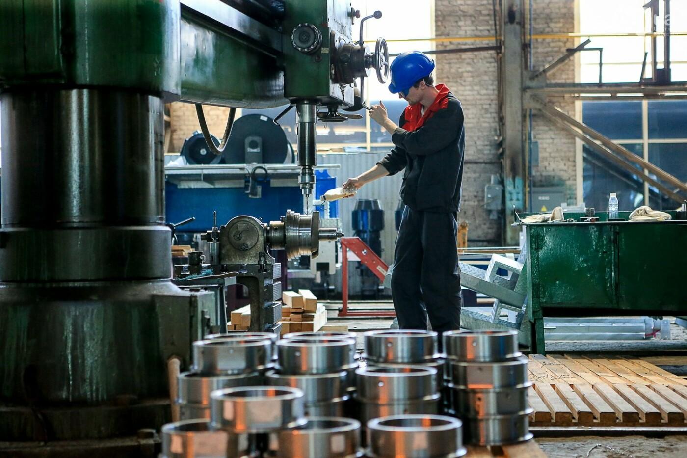 Как в Запорожье работает крупнейший в Европе завод по производству кранов: экскурсия на производство, — ФОТОРЕПОРТАЖ, фото-39