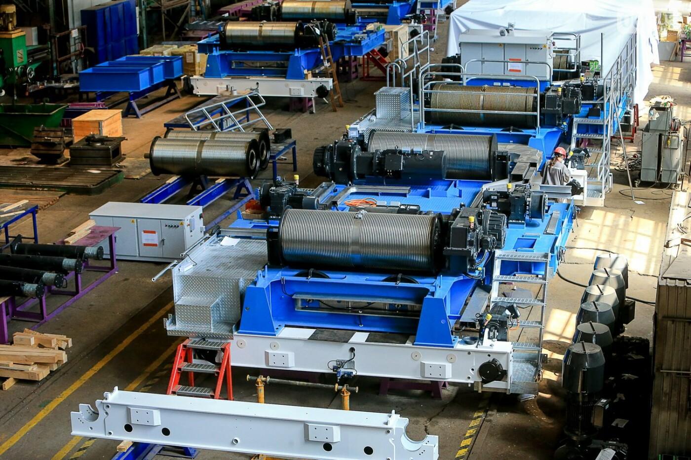 Как в Запорожье работает крупнейший в Европе завод по производству кранов: экскурсия на производство, — ФОТОРЕПОРТАЖ, фото-58