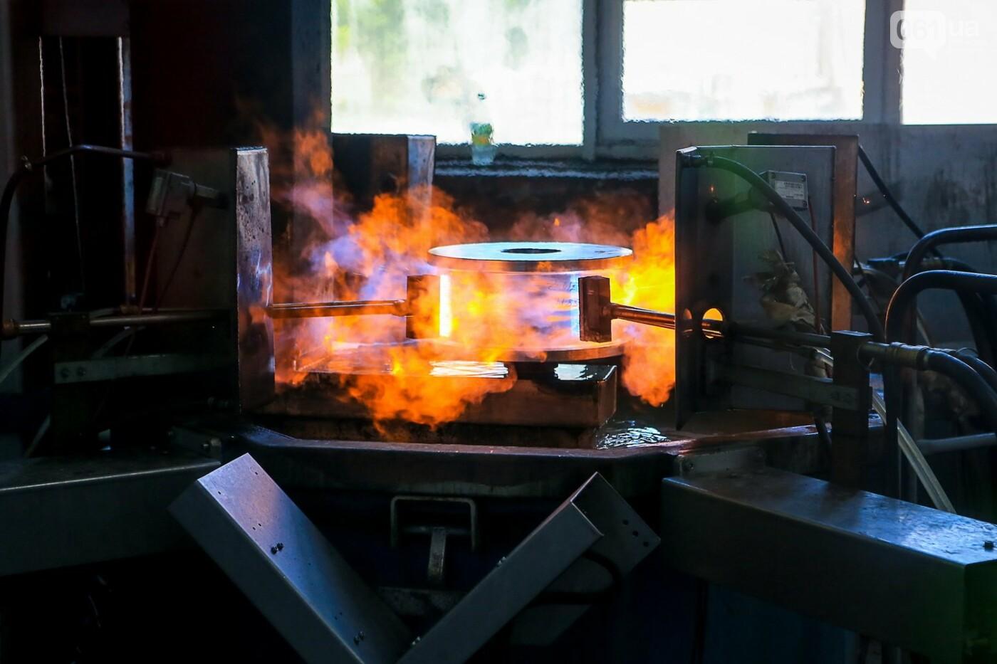 Как в Запорожье работает крупнейший в Европе завод по производству кранов: экскурсия на производство, — ФОТОРЕПОРТАЖ, фото-53