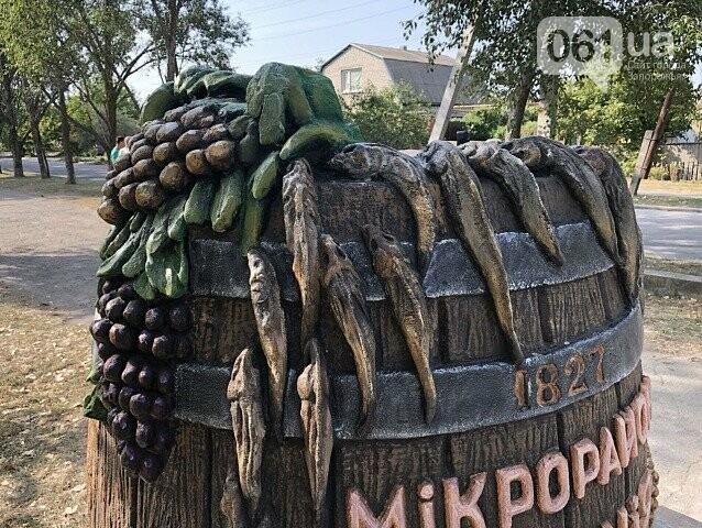 Бочка с виноградом, бычки и помидоры: в Бердянске появился еще один памятник, — ФОТО, фото-1