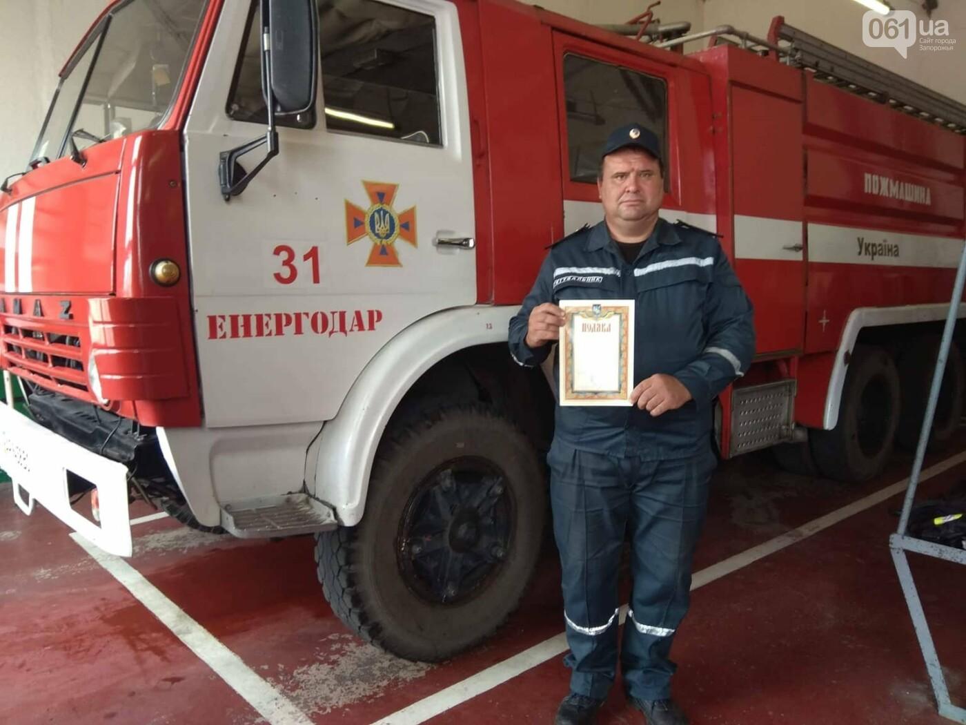 В Кирилловке во время шторма отдыхающий пытался спасти тонущего мужчину — спасать пришлось обоих, фото-1
