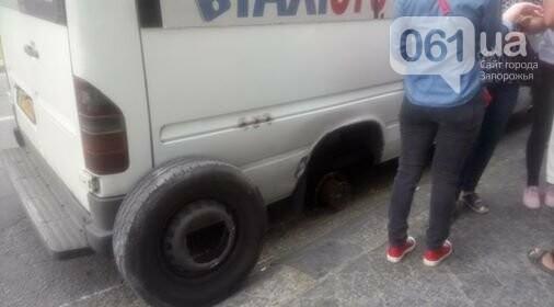 В Запорожье у маршрутки на ходу отлетело колесо, - ФОТО, фото-3