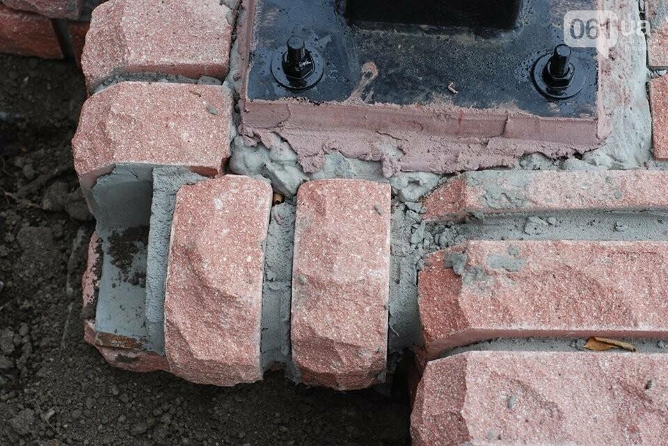 В новом сквере Театральном уже отваливается плитка: горожан приглашают закончить ремонт, – ФОТО, фото-1