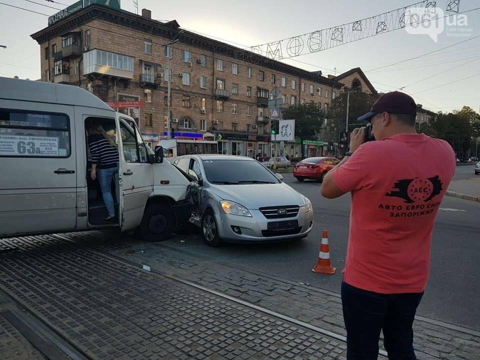 """В центре Запорожья """"евробляха"""" столкнулась с маршруткой: три человека госпитализированы, - ФОТО, фото-3"""