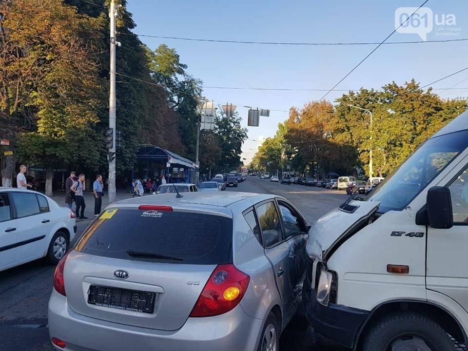 """В центре Запорожья """"евробляха"""" столкнулась с маршруткой: три человека госпитализированы, - ФОТО, фото-6"""