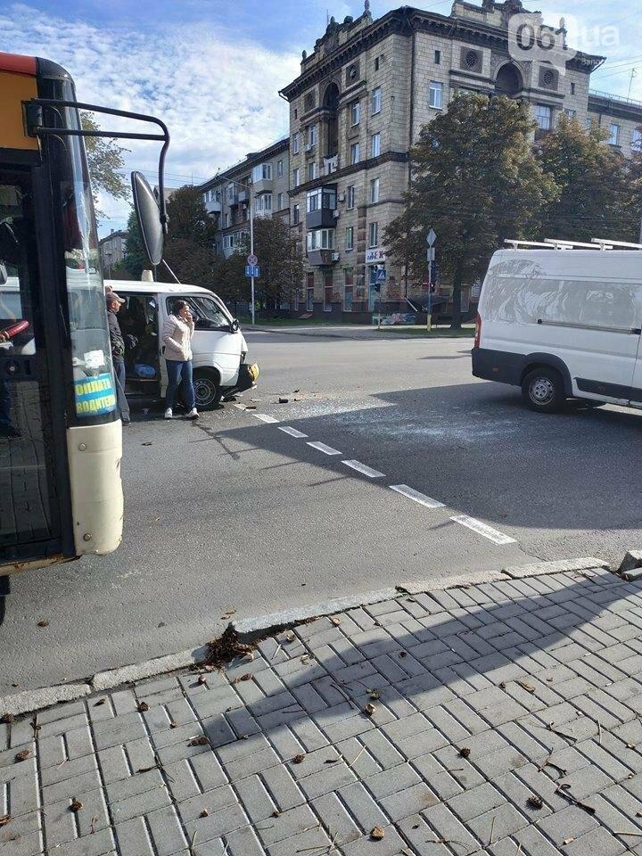В Запорожье авто медиков врезалось в микроавтобус: пассажир в больнице, - ФОТО, фото-3