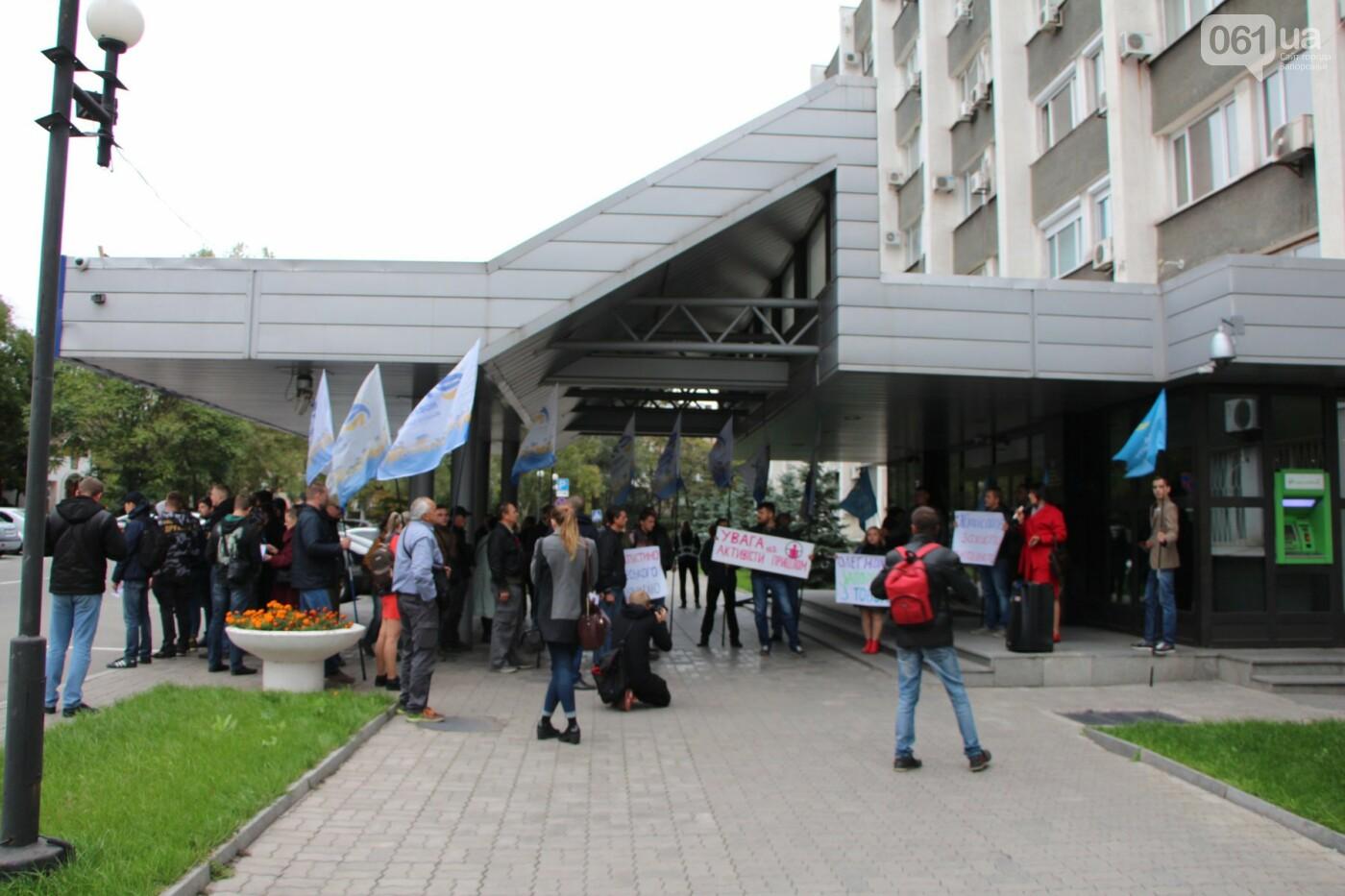 Активисты под прицелом: в Запорожье под зданием Нацполиции митинговали за расследование преступлений, - ФОТОРЕПОРТАЖ, фото-3
