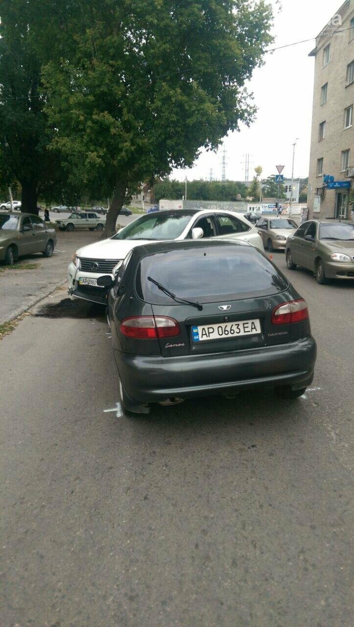 В центре Запорожье столкнулись две легковушки, - ФОТО, фото-4