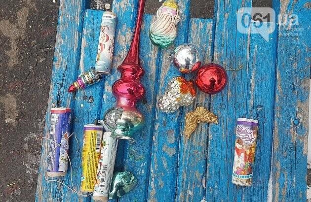 В Бердянске в новогоднюю ночь со двора многоэтажки украли 3-метровую ель, - ФОТО, фото-3