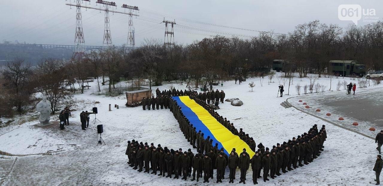 Запорожские военные провели на Хортице флешмоб в поддержку украинских моряков, - ФОТО, ВИДЕО, фото-3