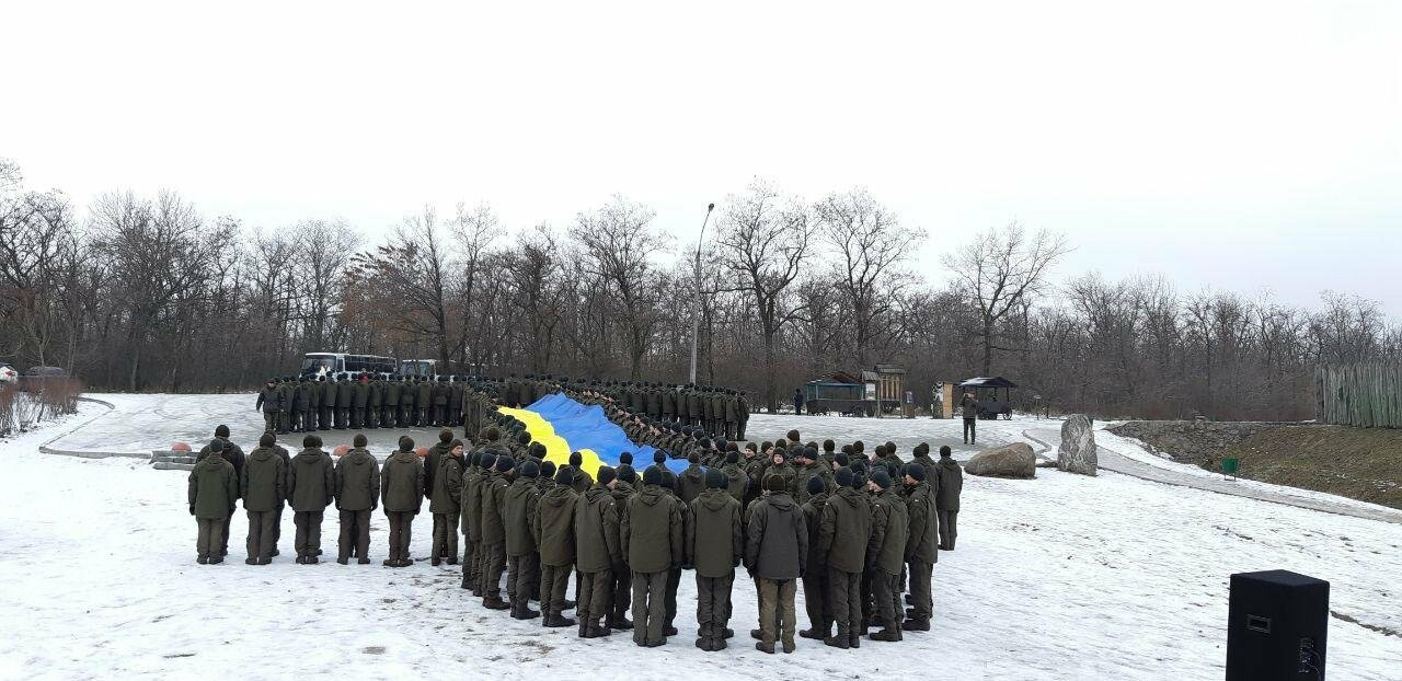 Запорожские военные провели на Хортице флешмоб в поддержку украинских моряков, - ФОТО, ВИДЕО, фото-4