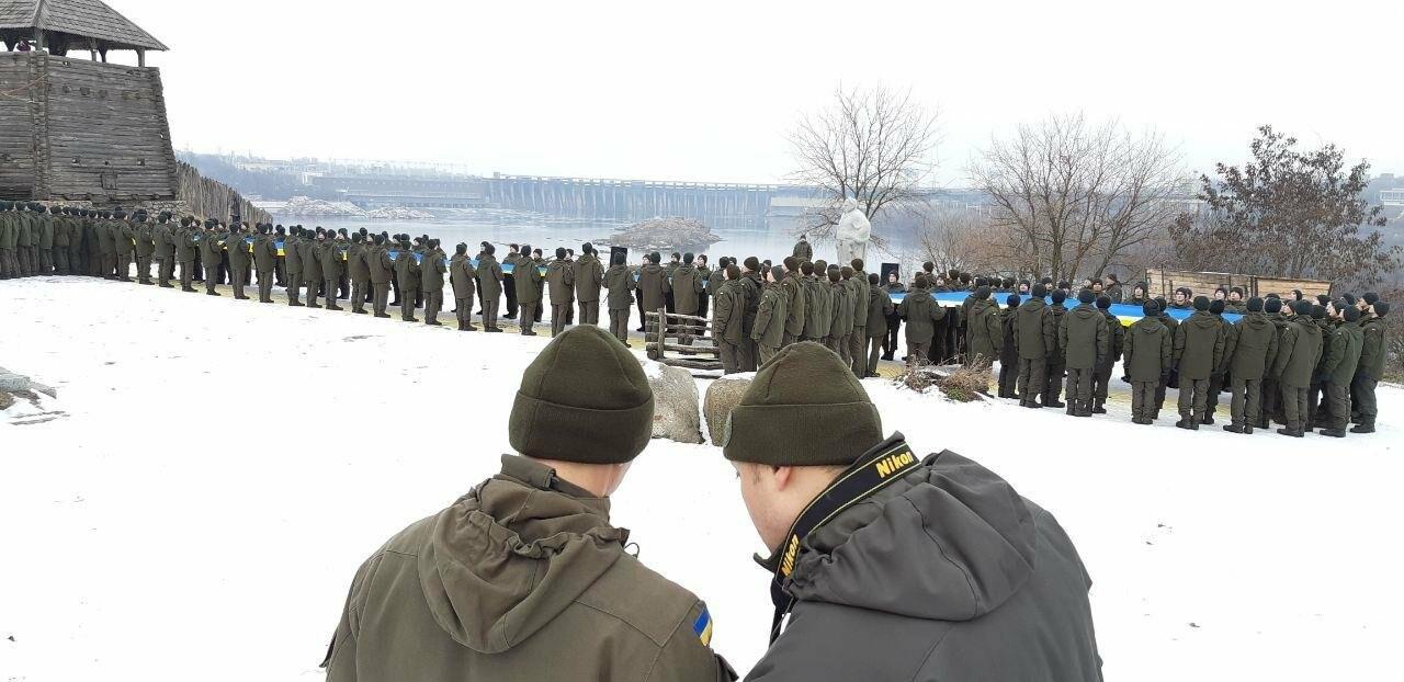 Запорожские военные провели на Хортице флешмоб в поддержку украинских моряков, - ФОТО, ВИДЕО, фото-11