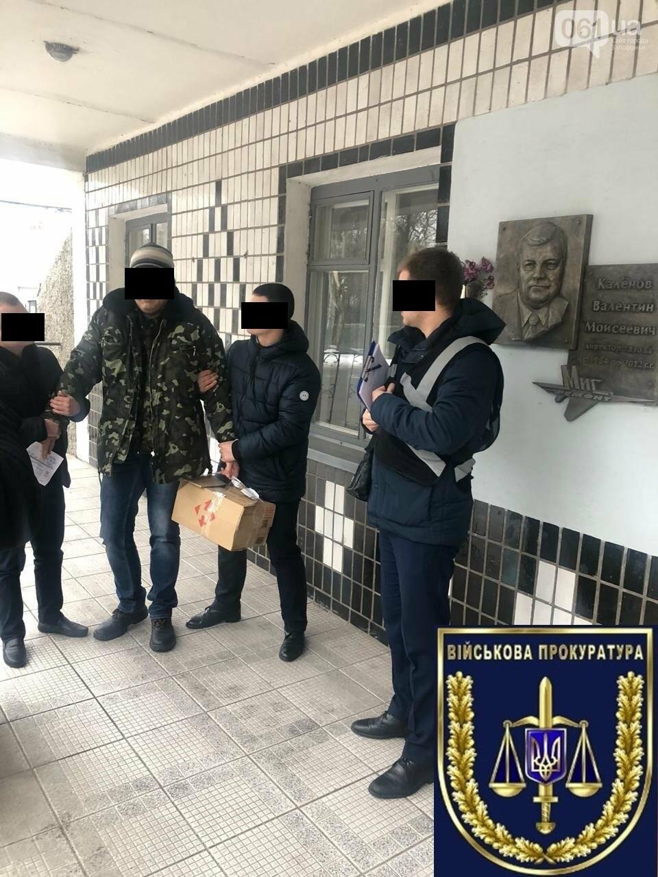 В Запорожье на взятке задержан сотрудник оборонного «МигРемонта», - ФОТО, фото-1