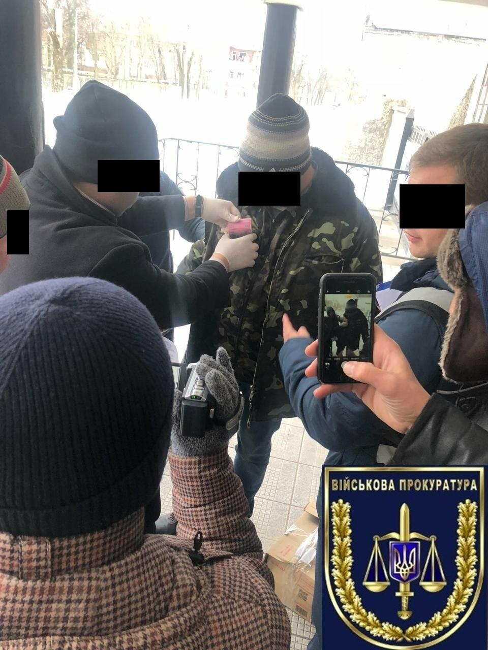 В Запорожье на взятке задержан сотрудник оборонного «МигРемонта», - ФОТО, фото-2