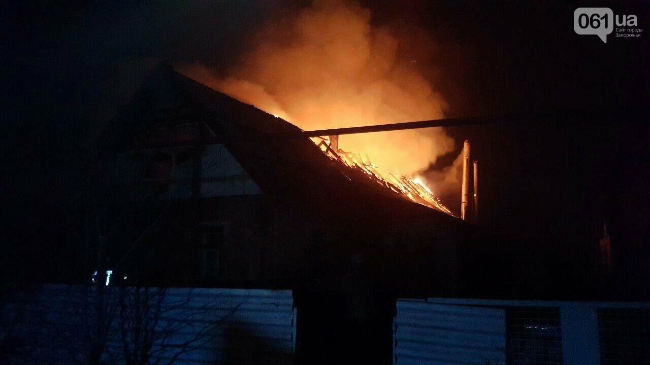 Растопил печь и уснул: житель Запорожской области едва не остался без дома из-за тлеющих паллет, - ФОТО , фото-1