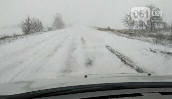 Мелитополь засыпает снегом - трасса Мелитополь-Запорожье закрыта, фото-1