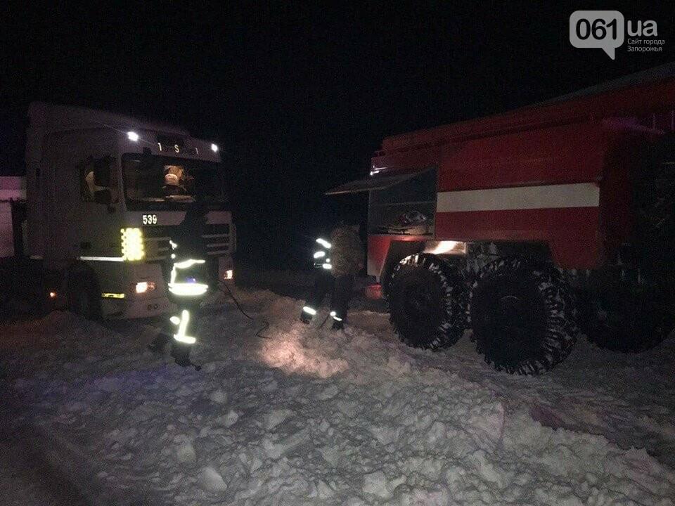 Ночью на трассе в Запорожской области застряли 83 человека, фото-1