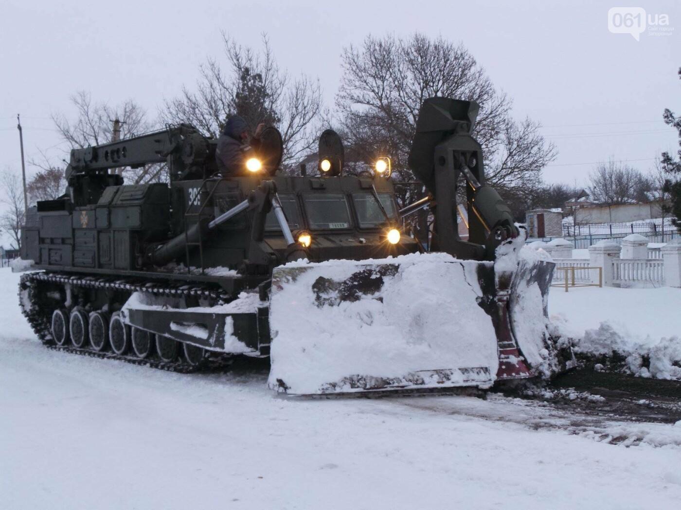 В Запорожской области за 4 суток из снега вытащили 192 машины, спасены 453 человека, - ФОТО, ВИДЕО, фото-3