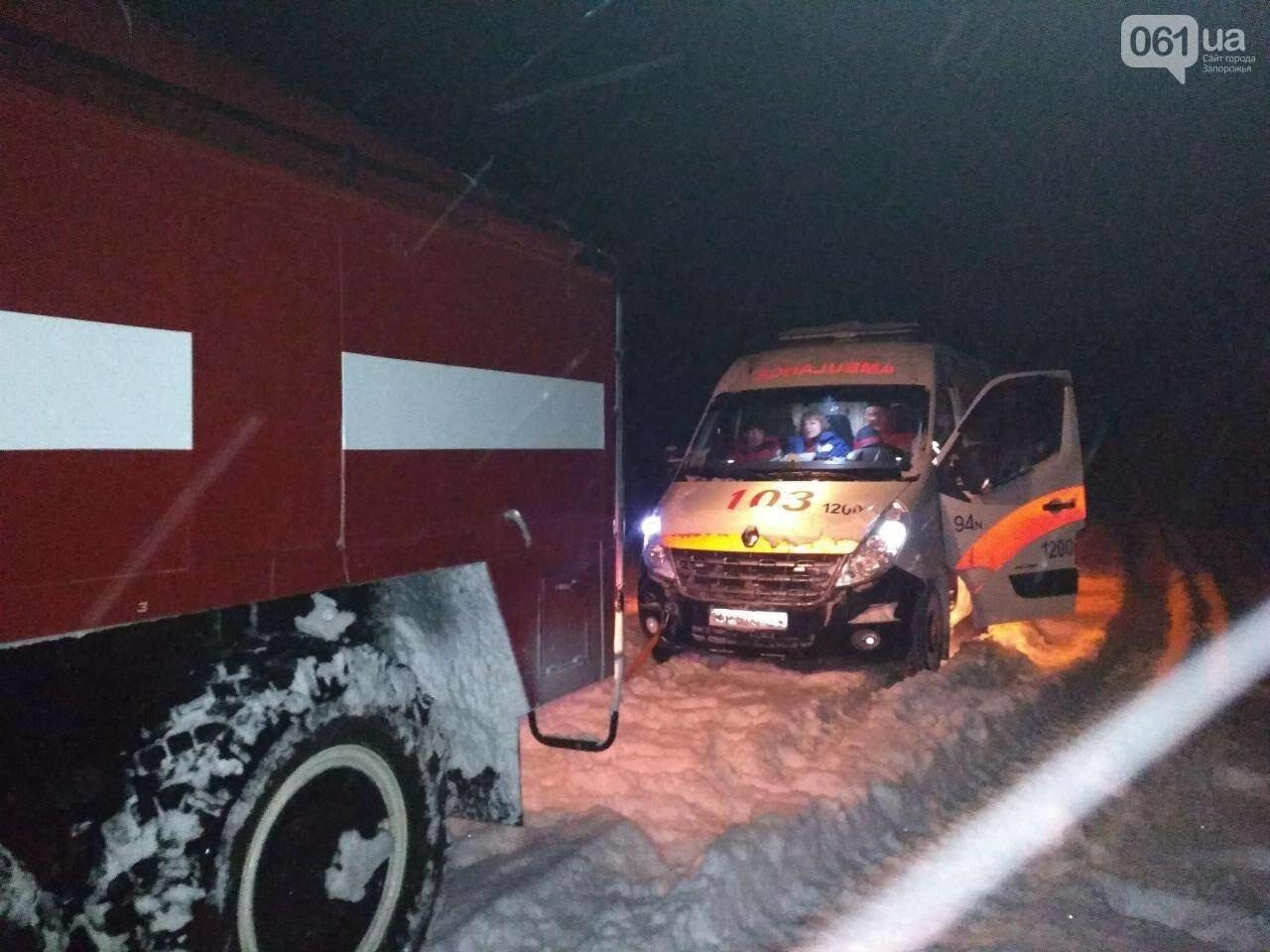 В Запорожской области за 4 суток из снега вытащили 192 машины, спасены 453 человека, - ФОТО, ВИДЕО, фото-2
