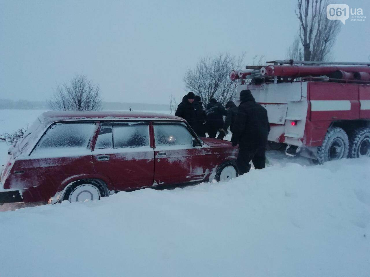 В Запорожской области за 4 суток из снега вытащили 192 машины, спасены 453 человека, - ФОТО, ВИДЕО, фото-1