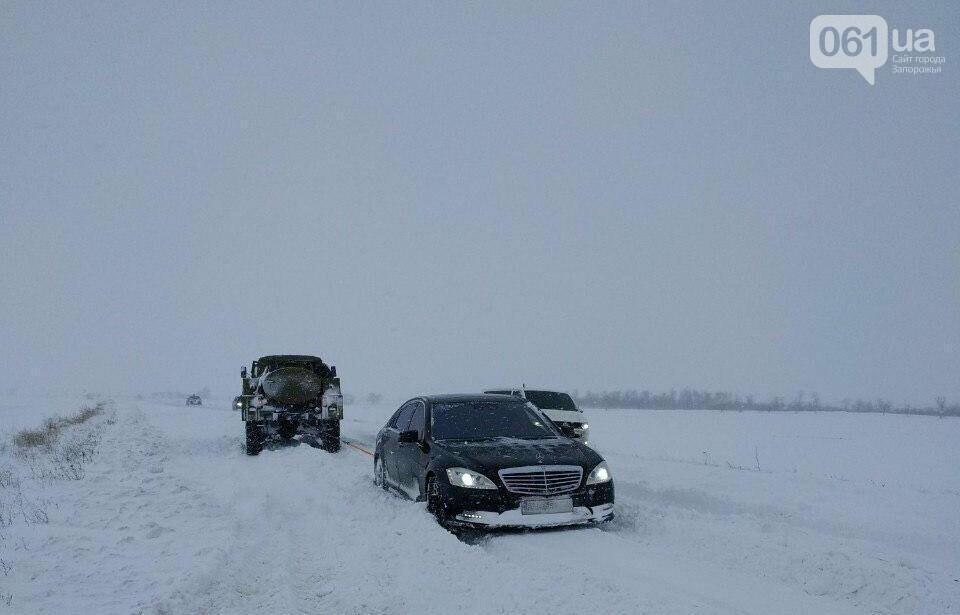 В Запорожской области за 4 суток из снега вытащили 192 машины, спасены 453 человека, - ФОТО, ВИДЕО, фото-4