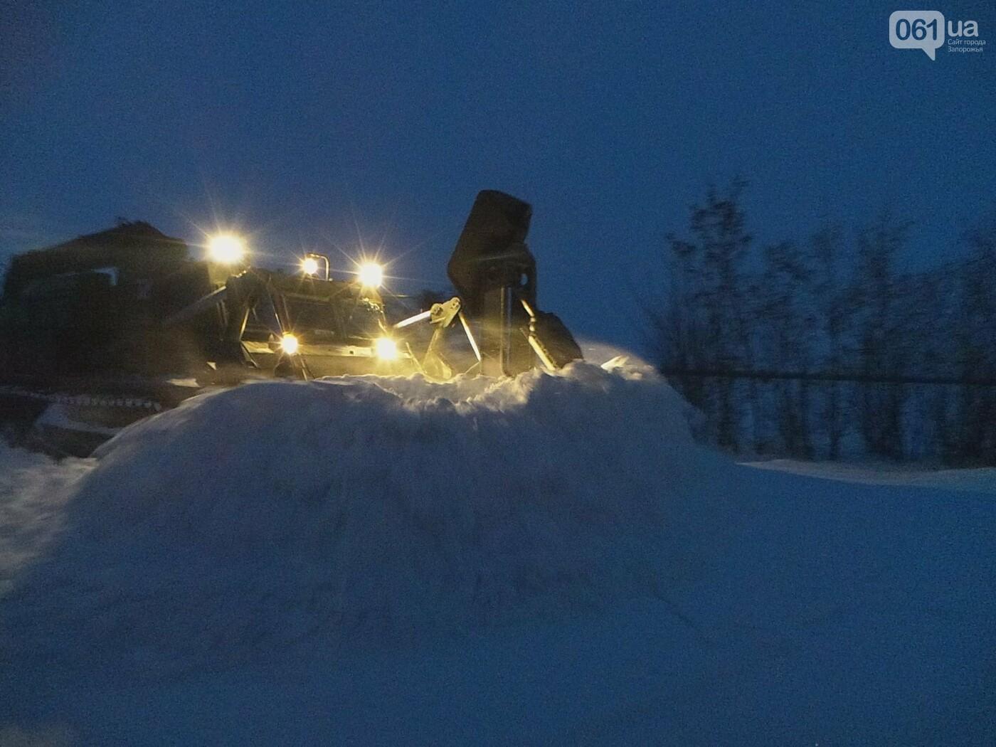 В Запорожской области за 4 суток из снега вытащили 192 машины, спасены 453 человека, - ФОТО, ВИДЕО, фото-6