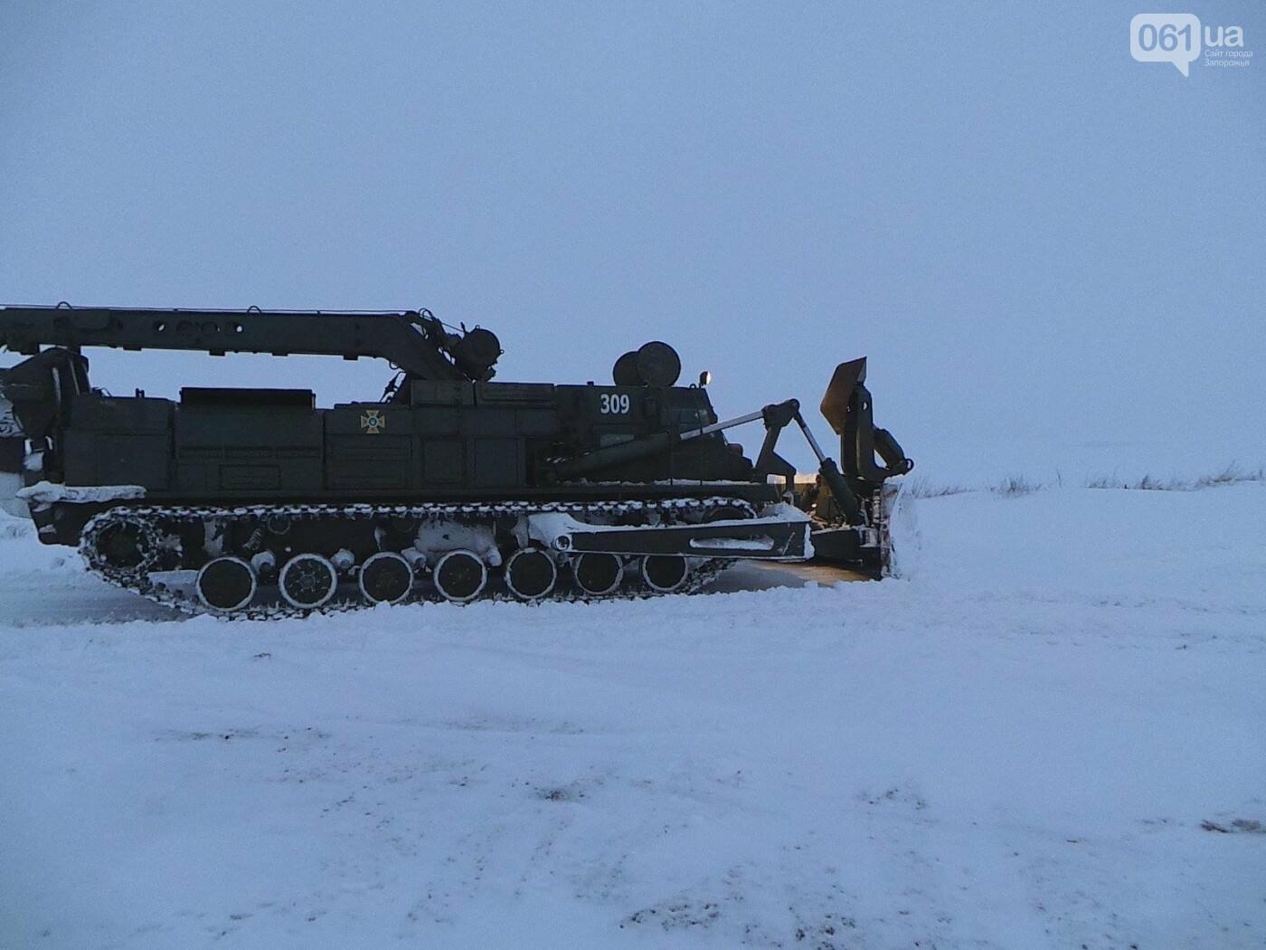 В Запорожской области за 4 суток из снега вытащили 192 машины, спасены 453 человека, - ФОТО, ВИДЕО, фото-5
