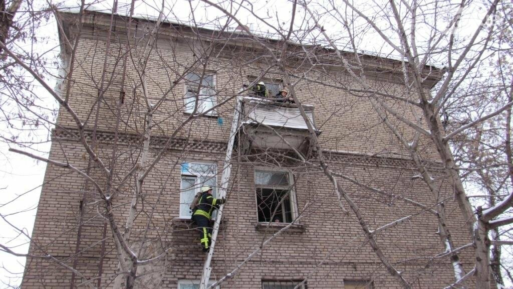 В Запорожье горело общежитие: в одной из комнат находились дети, - ФОТО , фото-3