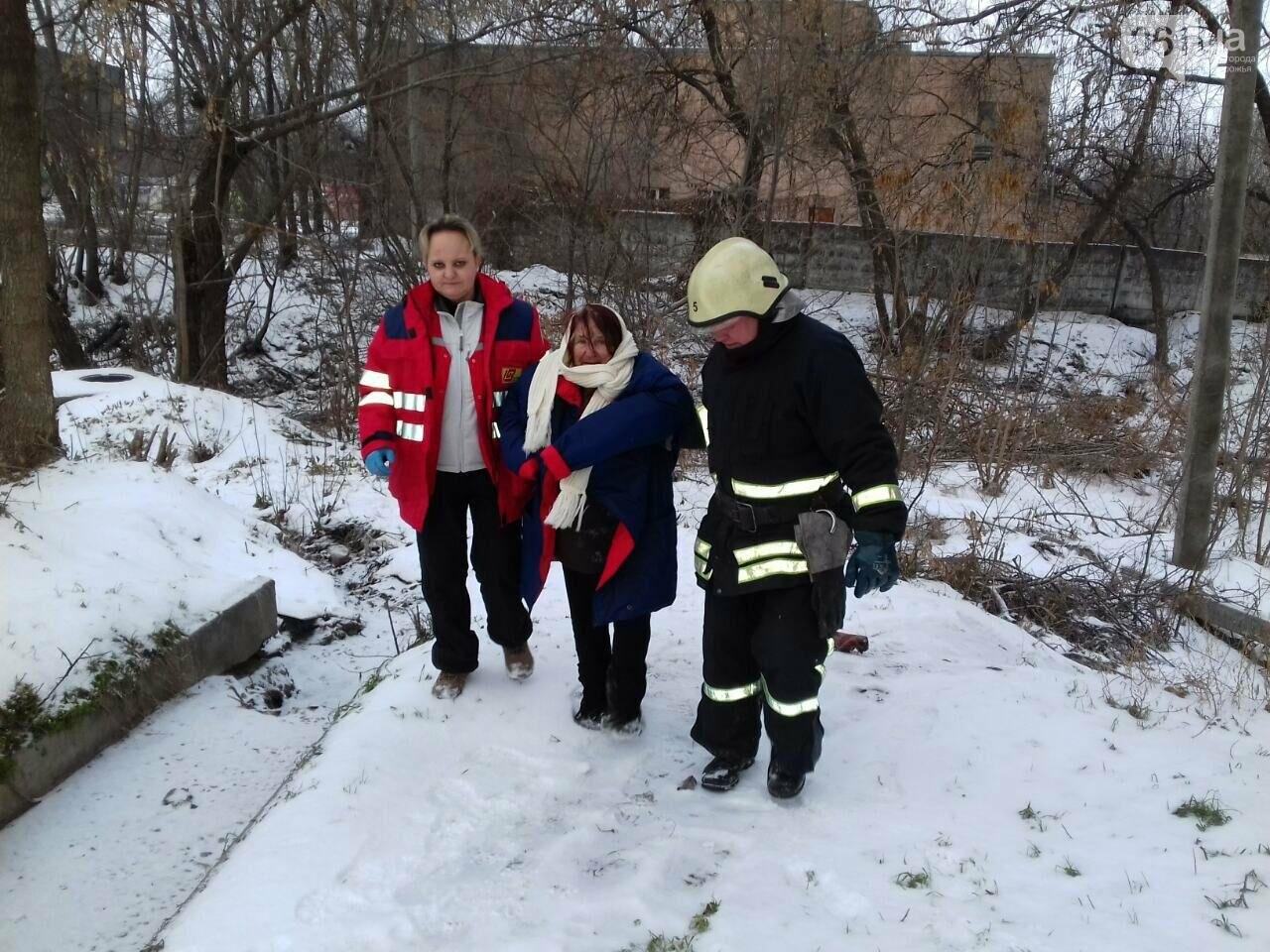 В Запорожье спасатели помогли пожилой женщине выбраться из ручья, фото-1