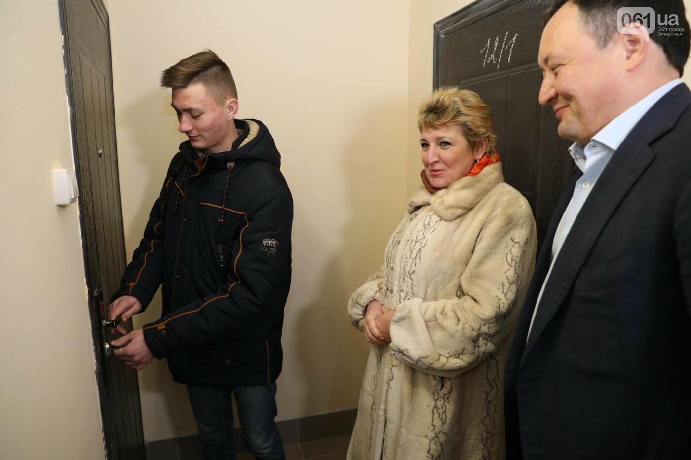 В Мелитополе сиротам передали 8 квартир за 3,5 миллиона, - ФОТО, фото-2