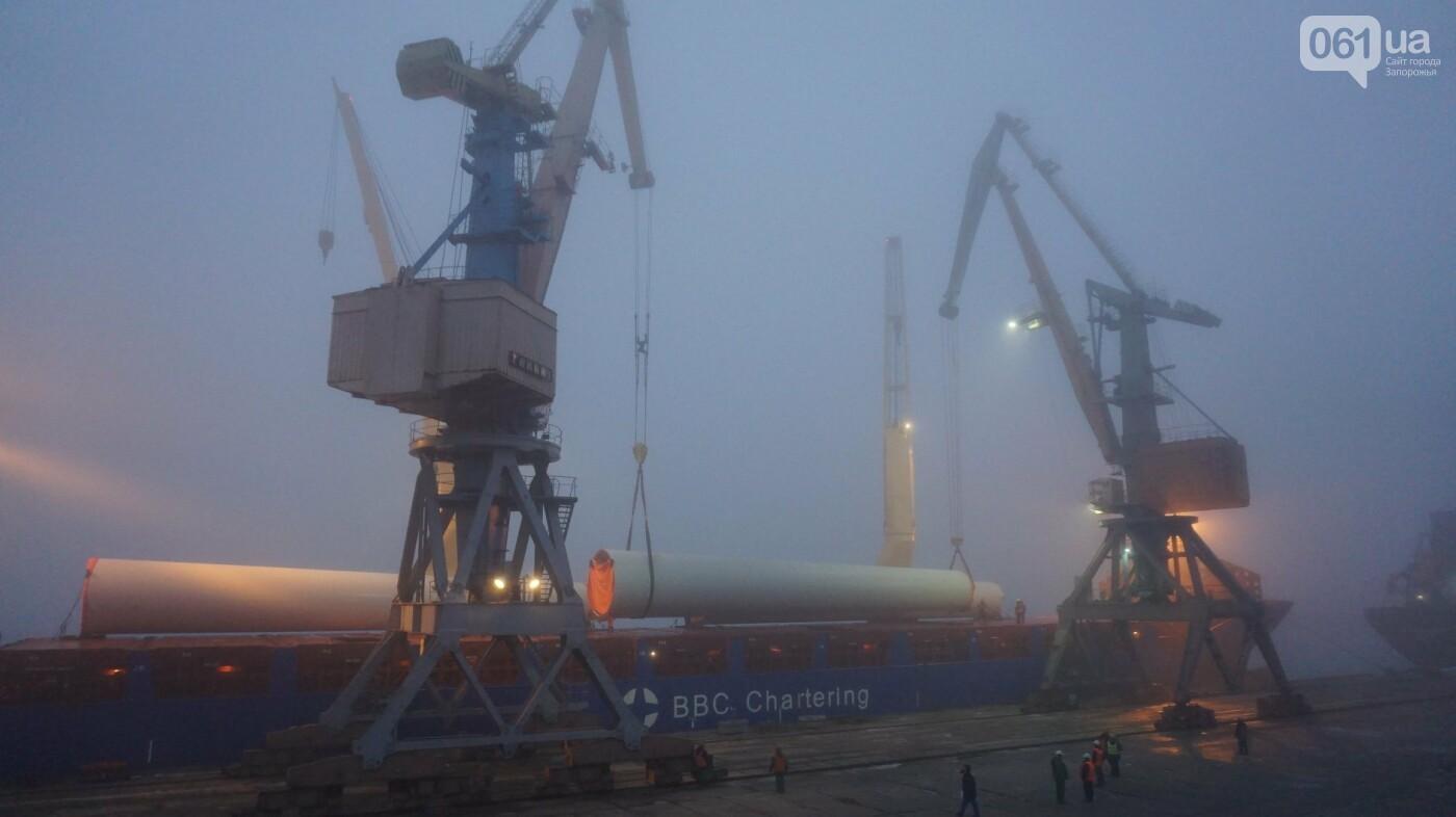 Бердянский морской порт разгружает 12-й корабль с оборудованием для ветроэлектростанции, - ФОТО, фото-2