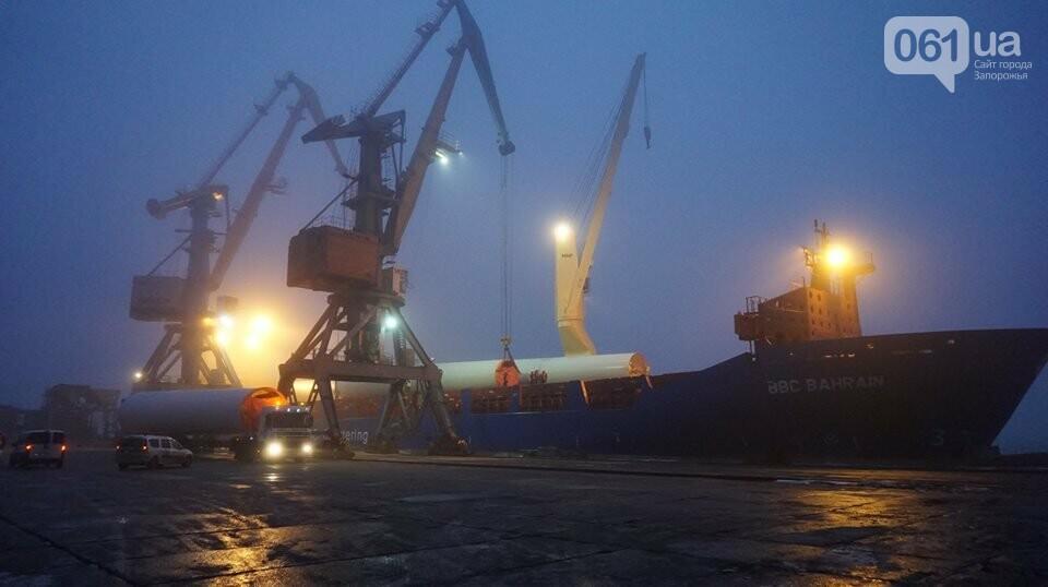 Бердянский морской порт разгружает 12-й корабль с оборудованием для ветроэлектростанции, - ФОТО, фото-1