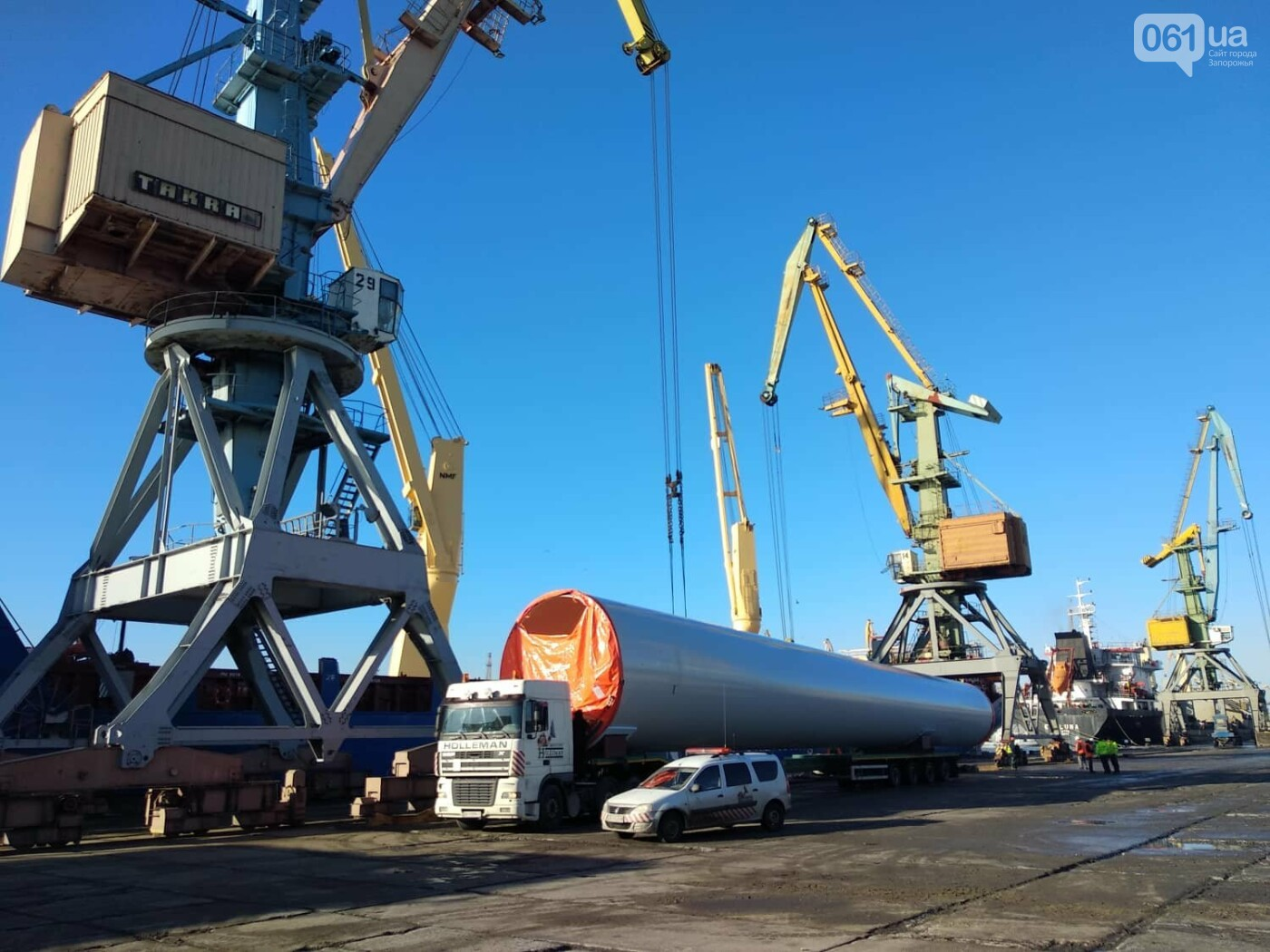 Бердянский морской порт разгружает 12-й корабль с оборудованием для ветроэлектростанции, - ФОТО, фото-3