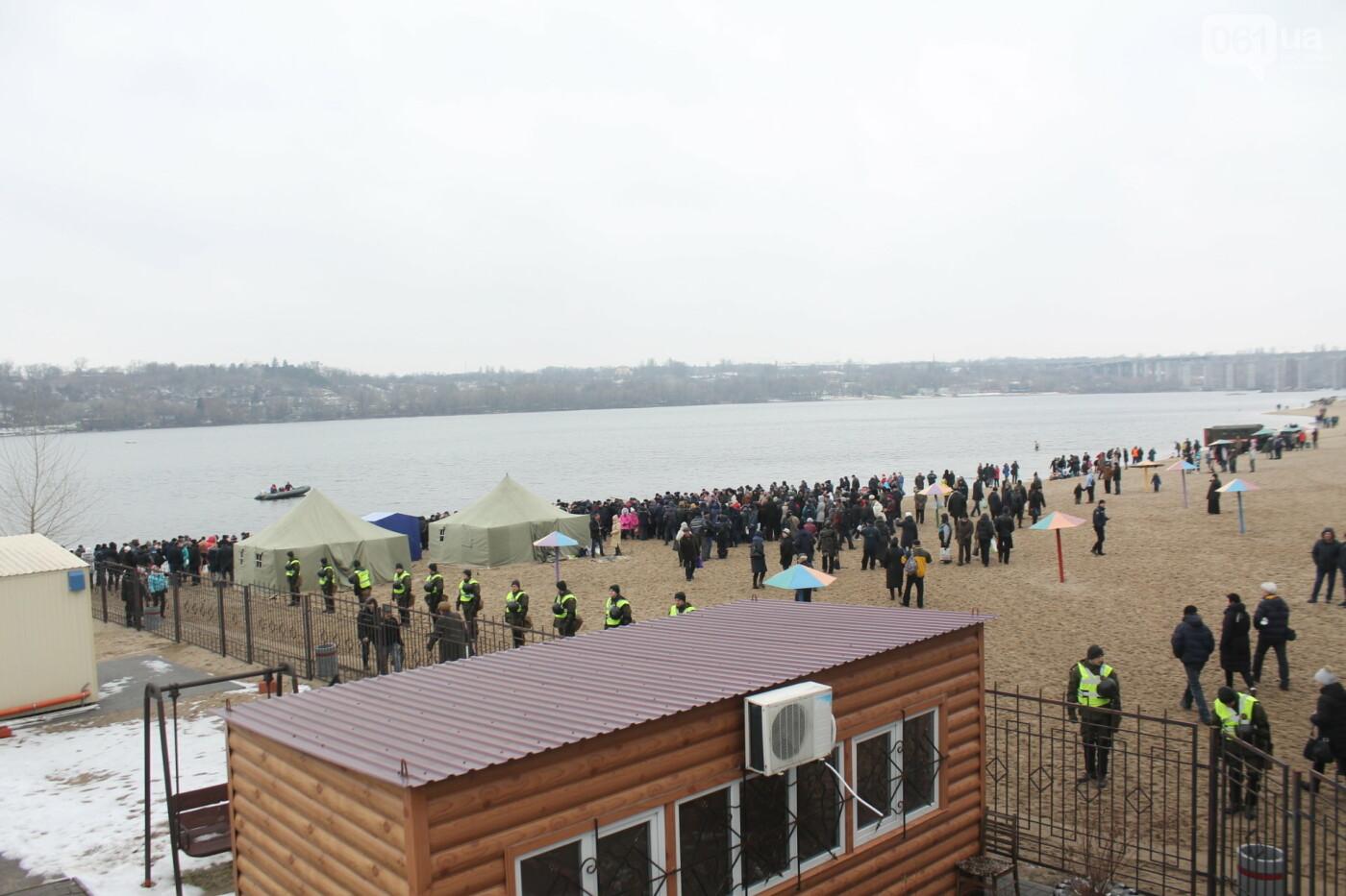 Как в Запорожье массово отметили Крещение на Центральном пляже, – ФОТОРЕПОРТАЖ, фото-28