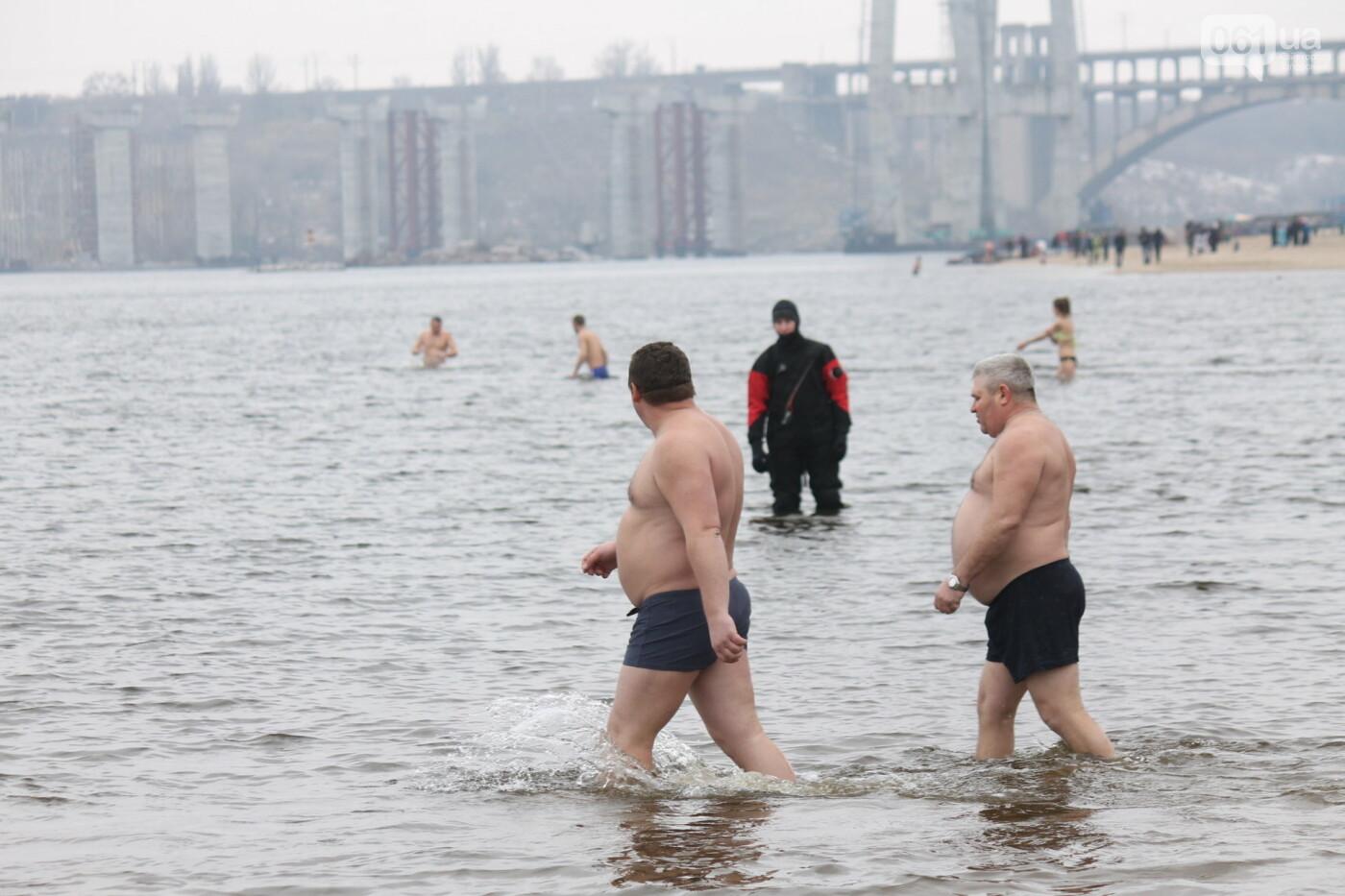 Как в Запорожье массово отметили Крещение на Центральном пляже, – ФОТОРЕПОРТАЖ, фото-10