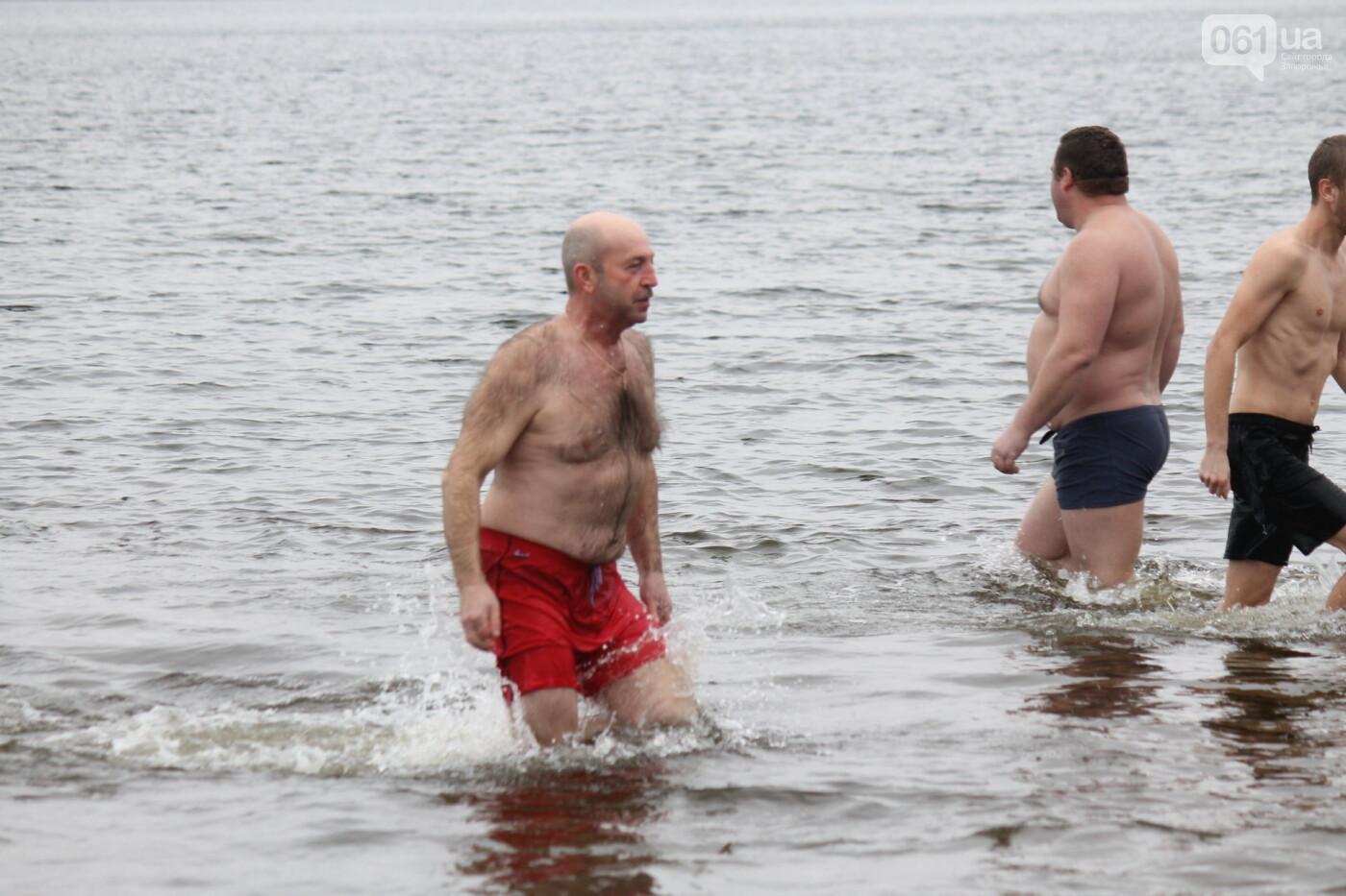 Как в Запорожье массово отметили Крещение на Центральном пляже, – ФОТОРЕПОРТАЖ, фото-39