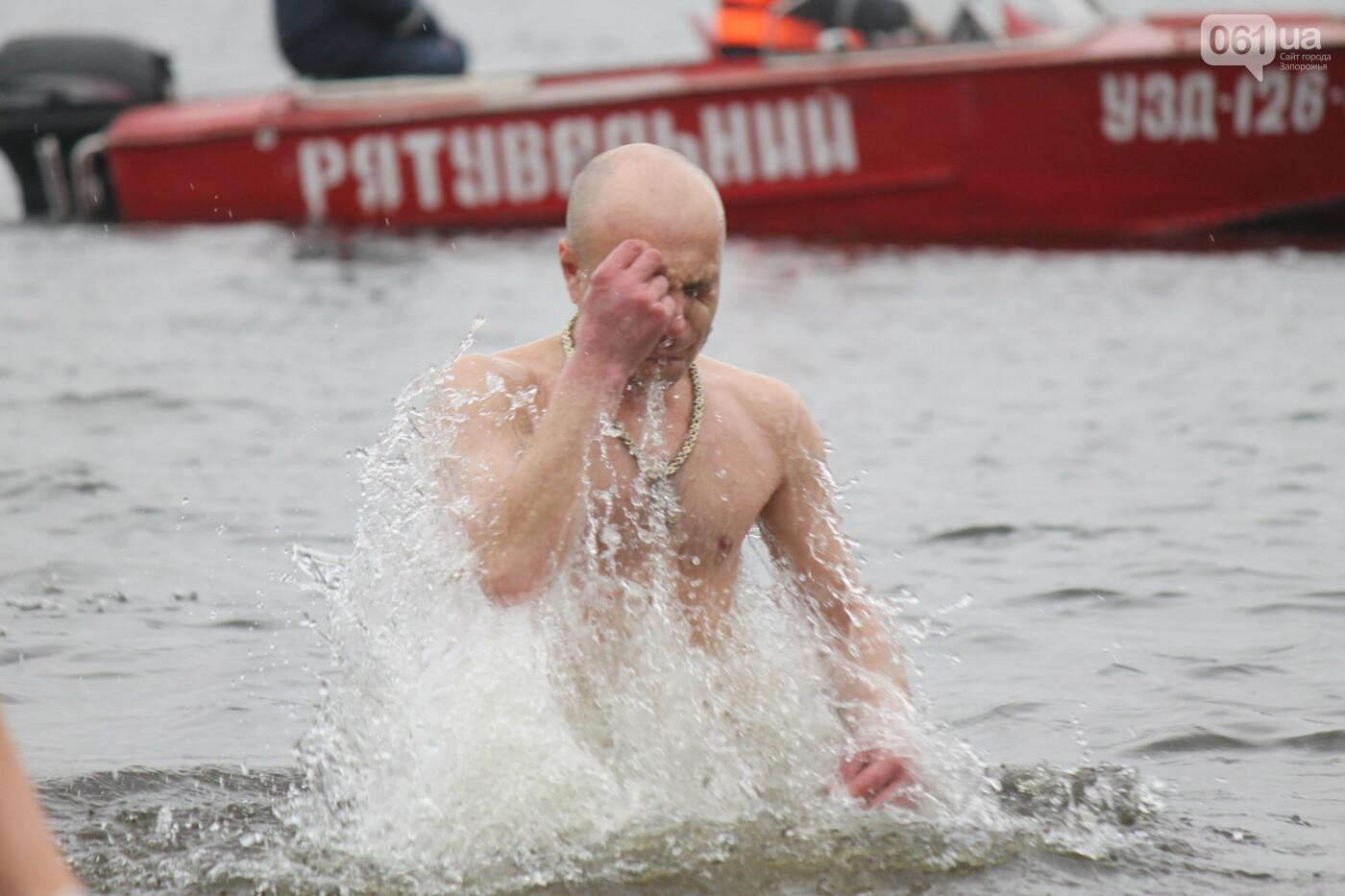 Как в Запорожье массово отметили Крещение на Центральном пляже, – ФОТОРЕПОРТАЖ, фото-11