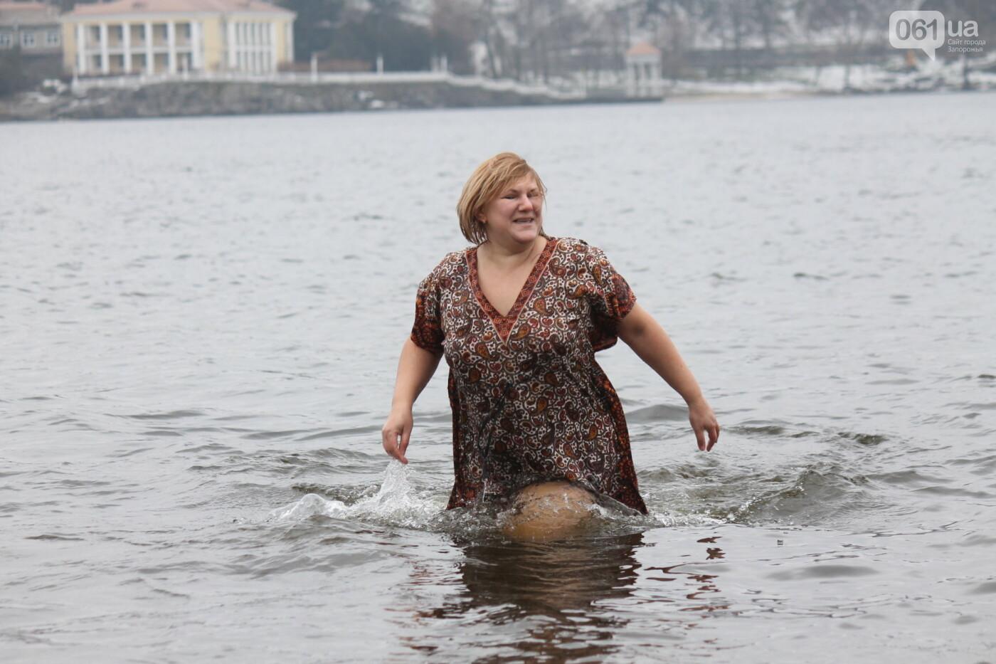 Как в Запорожье массово отметили Крещение на Центральном пляже, – ФОТОРЕПОРТАЖ, фото-36
